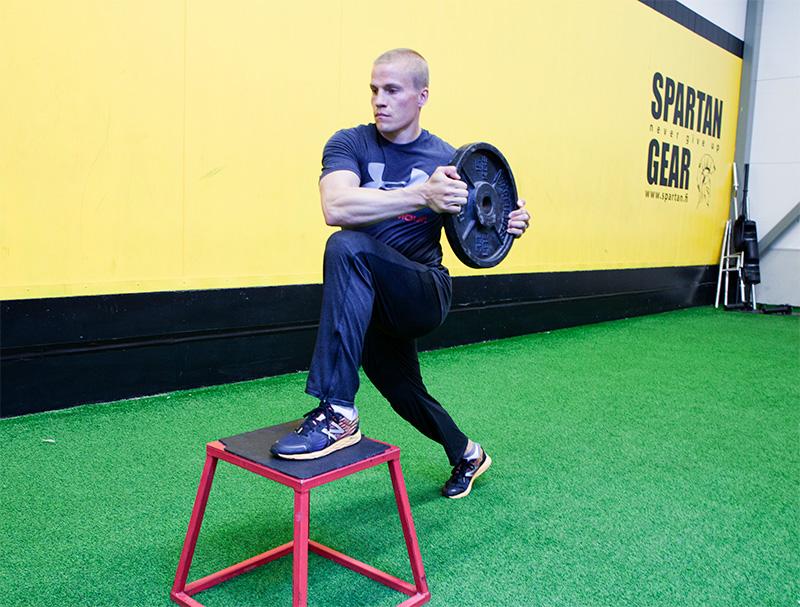 3d-harjoittelu askelkyykyllä korokkeelle